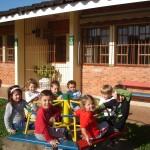 Alguns do ARCO-ÍRIS, outros vsitando a escola